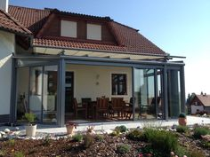 Schöner Wintergarten in grau mit Außenbeschattung - für optimalen Windschutz & Wetterschutz auf deiner Terrasse!