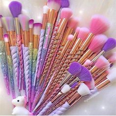 Einhorn gehörnte Make-up Pinsel Unicorn horned make-up brush Makeup Brush Set, Makeup Kit, Beauty Makeup, Chanel Makeup, Makeup Style, Hair Makeup, Unicorn Makeup, Unicorn Brush, Unicorn Hair