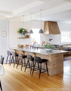 40 Kitchen Vent Hood Ideas For Your Next Reno Rustic Kitchen, Kitchen Dining, Kitchen Decor, Family Kitchen, Country Kitchen, Kitchen Cabinets, Home Interior, Kitchen Interior, Interior Design
