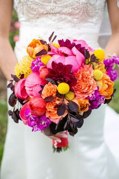 Ramo de novia de craspedias, rosas, dahlias y peonías :: Roses, billy balls, peonies and dahlias wedding bouquet