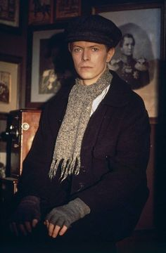 David Bowie | Hat scarf fingerless gloves | Grey black | Working dress | Portrait photograph