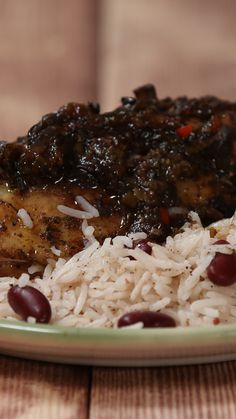 You don't have to wait for Carnival to get your fix with this easy jerk-inspired recipe Easy Jerk Chicken - You don't have to wait for Carnival to get your fix with this easy jerk-inspired recipe Easy Jerk Chicken Recipe, Easy Chicken Recipes, Jerk Fish Recipe, Jamaican Dishes, Jamaican Recipes, Jamaican Chicken, Oxtail Recipes, Carribean Food, Caribbean Recipes