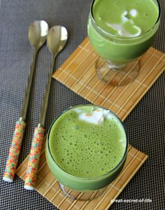 This matcha Greek yogurt breakfast smoothie makes for a deliciously healthy morning.