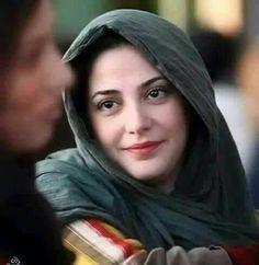 جب بهی ملتے ہو مسکراتے ہو اتنی خوشیاں کہاں سے لاتے ہو   شاعر: نامعلوم Iranian Beauty, Turkish Beauty, Beautiful Muslim Women, Beautiful Hijab, Girl Photo Poses, Picture Poses, Girl Pictures, Girl Photos, Beautiful Eyes Images