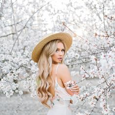 New Ideas for flowers spring photography roses Spring Photography, Senior Photography, Creative Photography, Portrait Photography, Fashion Photography, Photography Ideas, Photo Portrait, Spring Photos, Foto Pose