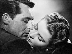 Le baiser du jour : Cary Grant et Ingrid Bergman dans Les Enchaînés, d'Alfred Hitchcock.