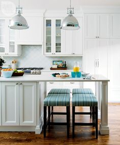 Kitchen design: Fresh timeless facelift Exchange ideas and find inspiration on interior decor and design tips, home organization ideas, decorating on a budget, decor trends, and more. Basic Kitchen, Smart Kitchen, New Kitchen, Narrow Kitchen, Kitchen Storage, Kitchen Room Design, Kitchen Decor, Kitchen Ideas, Kitchen Designs