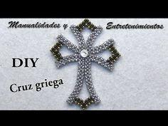 DIY Cruz Griega -Manualidades y Entretenimientos - YouTube Beaded Jewelry Patterns, Beading Patterns, Seed Bead Projects, Beaded Boxes, Beaded Cross, Beaded Ornaments, Beading Tutorials, Beaded Earrings, Pendant Jewelry