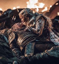 game of thrones Jorah Mormont dies in Game of Thrones season C Got Game Of Thrones, Game Of Thrones Quotes, Game Of Thrones Screencaps, Drogon Game Of Thrones, Game Of Thrones Books, Game Of Thrones Dragons, Cersei Lannister, Daenerys Targaryen Death, Sansa