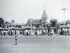 Disneyland Entrance Plaza, 1957 | Flickr