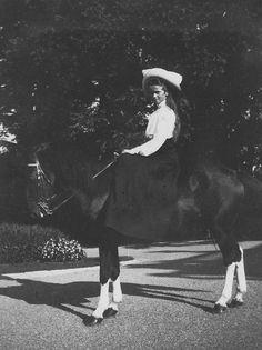 romanovs olga. smiling. 1907-1912.