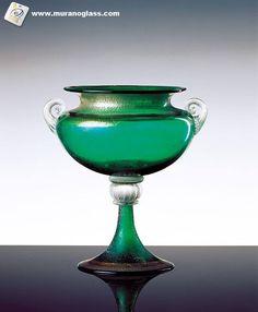 Majestatyczna waza z Murano  Szukaj znaku jakości Vetro Artistico® Murano jako gwarancji pochodzenia przy zakupie szklanych wyrobów na wyspie Murano! Odwiedź stronę www.muranoglass.com