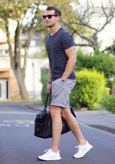 Men'S summer outfits shorts and white shoes# cool men's casual summer Short Outfits, Simple Outfits, Casual Outfits, Summer Outfits, Casual Clothes, Jungs In Shorts, Stylish Men, Men Casual, Smart Casual