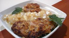 Fokhagymás tarja ananásszal,tejszines mártással! Gluténmentesen Grains, Meat, Chicken, Food, Essen, Meals, Seeds, Yemek, Eten