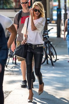 runwayandbeauty: Rosie Huntington-Whiteley – Out & about in NYC, June 35 Stylish Casual Style Ideas You Will Definitely Want To Save – runwayandbeauty: Rosie Huntington-Whiteley – Out & about in NYC, June Source Look Fashion, Trendy Fashion, Street Fashion, Fashion Outfits, Womens Fashion, Fashion Trends, Fashion Clothes, Net Fashion, Leather Leggings Casual