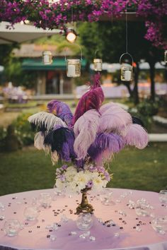20s inspired feather centerpiece