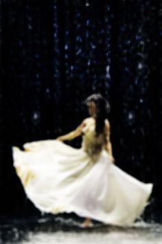 Este domingo na RPC  Leticia Sabatella veste Heroína - Alexandre Linhares em O Balé da Chuva - Curta Metragem  http://heroina-alexandrelinhares.blogspot.com.br/2014/07/leticia-sabatella-veste-heroina_30.html  Foto Larissa Nowak