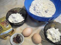 Reteta Biscuiti cu anason si bezea acrisoara de lamaie din Carte de bucate, Dulciuri. Specific Romania. Cum sa faci Biscuiti cu anason si bezea acrisoara de lamaie Biscuit, Eggs, Breakfast, Food, Cookie Favors, Morning Coffee, Cookie, Egg, Biscuits