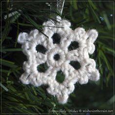 small free crochet snowflake ornament - www.wishesintherain.net
