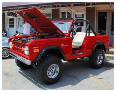 """ A very cool Ford Bronco Sport I saw at the Jackson County Central Fire Department Car Show in Gainesboro Tennessee on August "" Old Bronco, Bronco Truck, Early Bronco, Jeep Truck, Classic Bronco, Classic Ford Broncos, Classic Trucks, Pick Up, Ford Pickup Trucks"