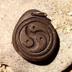 Yin Yang Triskelion. (Carved sea pebble)  #stonecarvings #pendant #diy #yinyang #triskelion #creative #fattoamano #dremelcarving #dremel #accessories #dremeltools #dremeltool #diyjewelrymaking #diyjewelry #handmadeaccessories #handcrafted #handcraft #handmadejewelry #hancraftedjewelry #stonependant