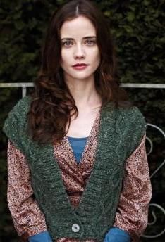 Charming ladies vest with cable pattern, knit from Schachenmayr original Aventica Supreme