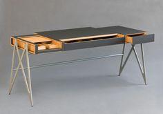 Patrick Heinrich, Schulen für Holz und Gestaltung Garmisch-Partenkirchen, hat als Gesellenstück einen Schreibtisch nach selbst gesetzten praktischen und äs