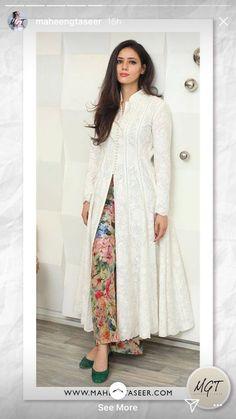 New Image : Salwar designs Salwar Designs, Kurta Designs Women, Kurti Designs Party Wear, Indian Fashion Dresses, Dress Indian Style, Fashion Wear, Hijab Fashion, Pakistani Dress Design, Pakistani Outfits