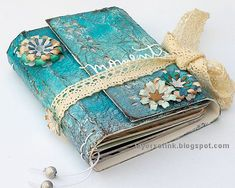 handmade journals Layers of ink - Blue Textured Wrapped Journal Tutorial by Anna-Karin Evaldsson. Made with Sizzix / Eileen Hull Book Club Chapter 2 dies. Paints and media by Ranger. The book is very easy to make. Handmade Journals, Handmade Books, Vintage Journals, Handmade Rugs, Handmade Crafts, Diy Journal Intime, Art Journal Pages, Junk Journal, Bullet Journal