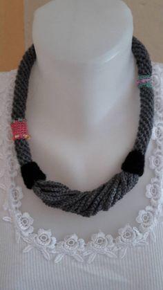 Sivý so šnúrkami / ElinorHandmade - SAShE. Crochet Necklace, Beaded Necklace, Ale, Jewelry, Fashion, Beaded Collar, Moda, Jewlery, Pearl Necklace