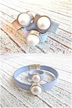Leather ring with zamak pearl in white от Charmecharmant на Etsy