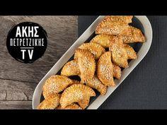 Τυροπιτάκια κουρού με ελιές από τον Άκη Πετρετζίκη. Τριφτή ζύμη κουρού με μια γέμιση με φέτα, ελιές και ρίγανη! Ο τέλειος μεσογειακός συνδυασμός Greek Recipes, Cereal, Cheese, Vegetables, Breakfast, Ethnic Recipes, Desserts, Food, Youtube