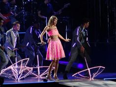 Taylor Swift dazzles with her 1989 World Tour