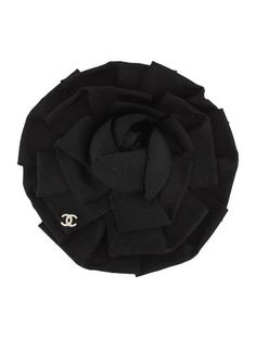 Black Chanel grosgrain ribbon camellia brooch with silver-tone interlocking CC and pinback closure. Chanel Jewelry, Chanel Shoes, Coco Chanel, Chanel Fashion, Couture Fashion, Silk Flowers, Fabric Flowers, Chanel Brooch, Chanel Camellia