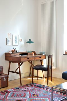 Beautiful and petite mid century workspace / modern home office decor Home Office Space, Home Office Decor, Home Decor, Decorating Office, Workspace Inspiration, Interior Inspiration, Office Interior Design, Office Interiors, Decoration Ikea