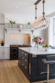 Kitchen Mantle, Home Decor Kitchen, Interior Design Kitchen, Kitchen Living, Country Kitchen, New Kitchen, Kitchen Cabinets, Kitchen Cupboard, Kitchen Island Sockets