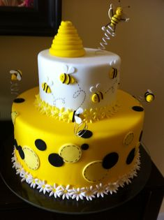 Gorgeous birthday cake at a Bumble Bee birthday party! Or a great cake for gender revel party Bee Cakes, Cupcake Cakes, Bolo Tumblr, Bee Birthday Cake, Bumble Bee Cake, Bumble Bees, Rodjendanske Torte, Occasion Cakes, Fancy Cakes