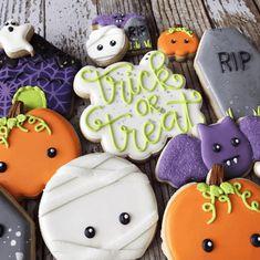 Spooky Fun Halloween Cookies We want Sweets now Fall Halloween Cookies Decorated, Cute Christmas Cookies, Halloween Sugar Cookies, Iced Sugar Cookies, Valentines Day Cookies, Pumpkin Cookies, Royal Icing Cookies, Christmas Baking, Decorated Cookies