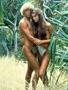 "Brooke Shields y Christopher Atkins en ""El Lago Azul"" (The Blue Lagoon), 1980 Brooke Shields Jovem, Brooke Shields Young, Calvin Klein Knickers, Blue Lagoon Movie, Teen Movies, Childhood Photos, Supermodels, Hollywood, Actors"