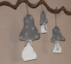Deko-Objekte - Holz - Pilze 3er Set im Shabby Look ♥♥♥♥ - ein Designerstück von byGretchen bei DaWanda schöne Holz Pilze im 3er Set zum aufhängen