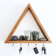 Wood triangle shelf key hooks & leash hook rack - modern handmade jewelry hooks, key organizer, wood - Wood triangle shelf key hooks, leash hook rack – modern handmade home decor, key organizer holder - Diy Jewelry Unique, Diy Jewelry To Sell, Handmade Jewelry, Modern Jewelry, Jewelry Hooks, Diy Jewelry Holder, Jewelry Storage, Earing Holder, Hook Rack