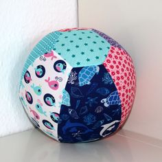 Free sewing pattern balloon cover for beginners from Edeltraud with dots - Kostenlose Schnittmuster - Stofftiere Animal Sewing Patterns, Sewing Patterns For Kids, Sewing For Kids, Pattern Sewing, Sewing Toys, Baby Sewing, Free Sewing, Baby Leggings Pattern, Blue Baby Blanket