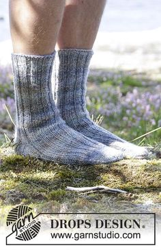 Socks & Slippers - Free knitting patterns and crochet patterns by DROPS Design Loom Knitting, Knitting Socks, Knitting Patterns Free, Free Knitting, Free Pattern, Crochet Patterns, Drops Design, Sexy Socks, Knit Dishcloth
