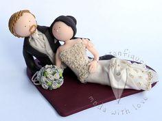 Brautpaar sitzend von www.tortenfiguren.at - Weddingcaketopper