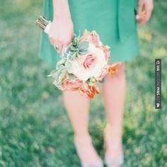 Sweet! - Classic kelly green and peach wedding - Clary Pfeiffer. | CHECK OUT MORE GREAT GREEN WEDDING IDEAS AT WEDDINGPINS.NET | #weddings #greenwedding #green #thecolorgreen #events #forweddings #ilovegreen #emerald #spring #bright #pure #love #romance