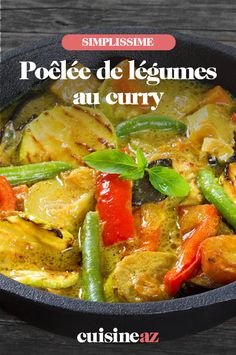 Dans cette poêlée de légumes au curry, il y a aussi de la viande : de l'émincée de dinde. #recette#cuisine#legumes#legume #curry #dinde Barbecue, Chicken, Food, Meat, Cooking Recipes, Green Beans, Bell Pepper, Recipe Of The World, Barrel Smoker