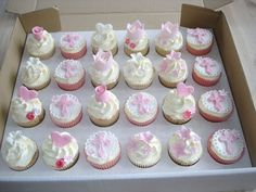 First holy communion cupcakes First Holy Communion Cake, Communion Cups, Communion Gifts, Christening Cupcakes Girl, Christening Decorations, Bautizo Cakes, Comunion Cakes, Bible Cake, Religious Cakes