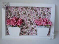 Quadro de flores artificiais, com fundo em tecido.  Medidas 33x23. R$ 99,00