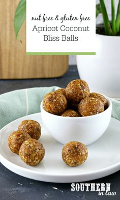 Nut Free Apricot Coconut Bliss Balls Recipe - The perfect healthy snack, these dried fruit balls are nut free and raw vegan friendly. Perfect for lunchboxes, you need just three ingredients to make these delicious energy bites. Vegan Recipes Easy, Raw Food Recipes, Free Recipes, No Bake Energy Bites, Energy Balls, Vegan Sugar, Raw Vegan, Quick Snacks, Healthy Snacks