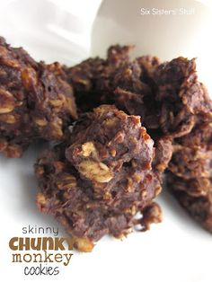 Skinny Chunky Monkey Cookies- no eggs, flour, or sugar, but they taste amazing! And at less than 50 calories a cookie, you can eat quite a few of them. :) #recipe #cookie #healthy